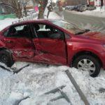 В Кирове в результате столкновения двух «Фольксвагенов» пострадали 4 человека