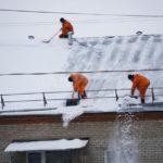 Кировэнерго напоминает: соблюдайте правила электробезопасности при расчистке крыш от снега и наледи